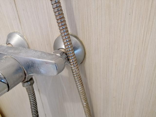 浴室から水漏れした場合の対処方法 (2)